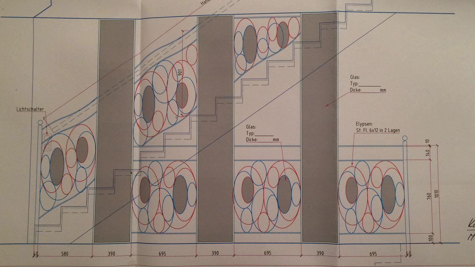 Progettazioni ringhiere per scale con vetro colorato
