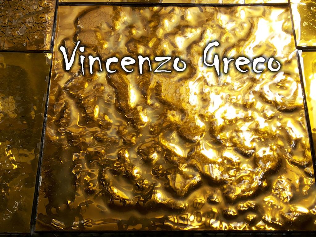 Mosaici con piastrelle in oro ondulato